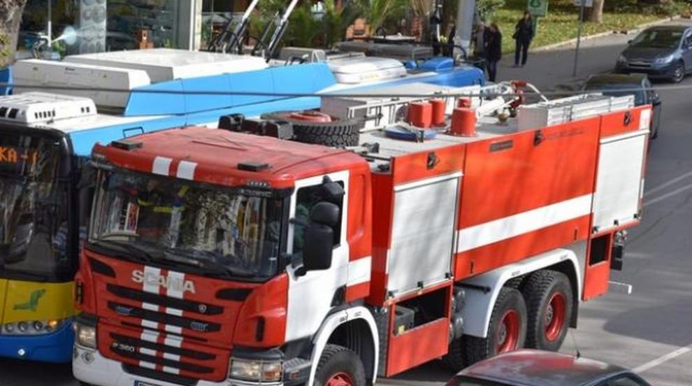 Евакуираха шивачки от цех заради пожар