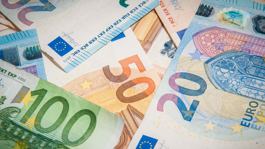 <p>DW: Еврото привлича вече само по-слабо развити страни&nbsp;</p>