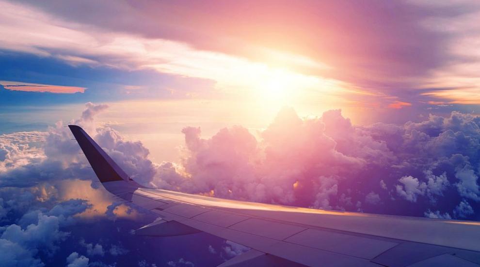 Руски пътнически самолеткацна принудително след сблъсък с птици