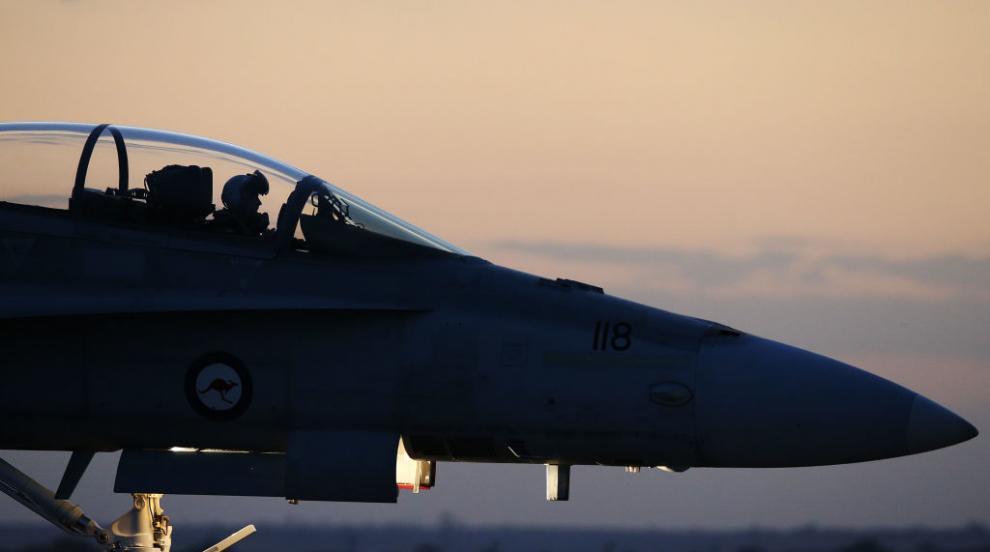 F-18 на НАТО и самолет на руски министър се срещнаха очи в очи (ВИДЕО)
