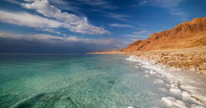 Солените води на легендарното езеро в Близкия Изток могат да