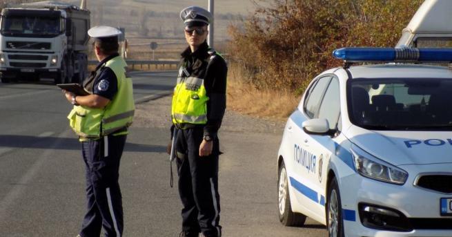 Тир с натоварено ремарке е аварирал в района на Гурково