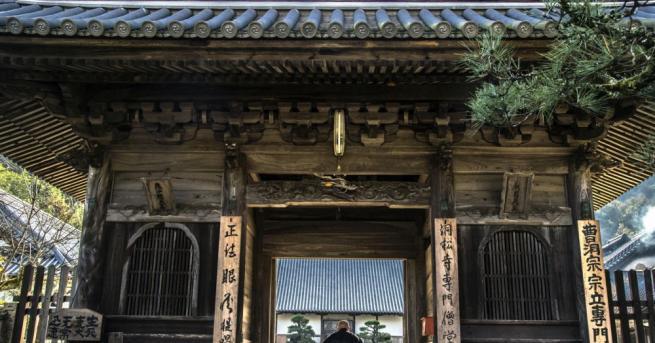 В построен преди 400 години храм в Япония робот хуманоид