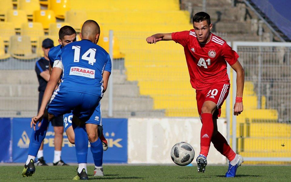Левски постигна победа срещу ЦСКА с 2:0 в първи сблъсък