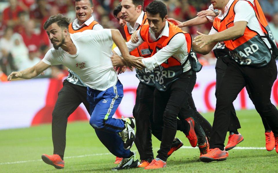 В 14-ата минута на двубоя за Суперкупата на Европа между
