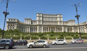<p>Букурещ забранява бричките в центъра</p>