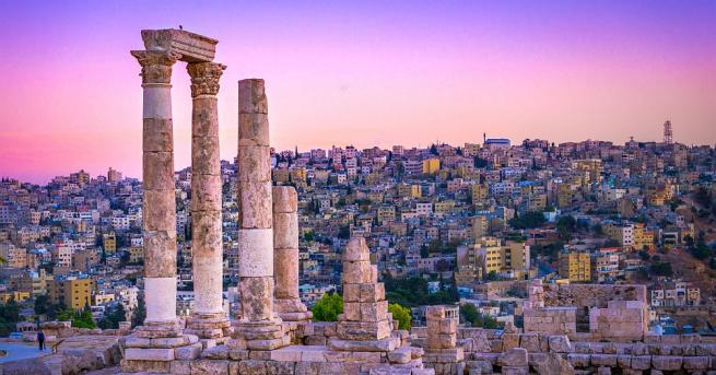 Сценарий на филм за кражба на антики от древен йордански