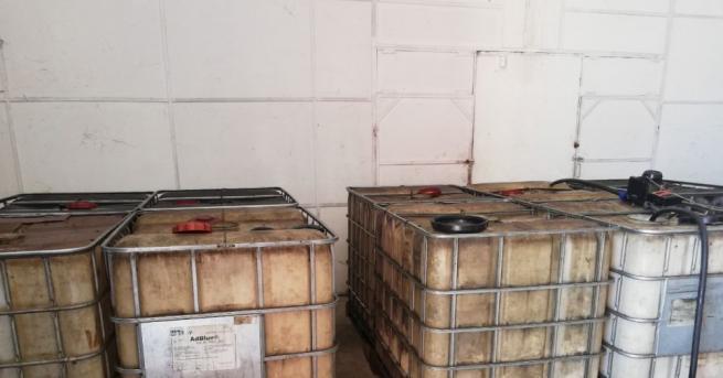 Снимка: Иззеха 2 тона незаконно гориво от склад в село Труд