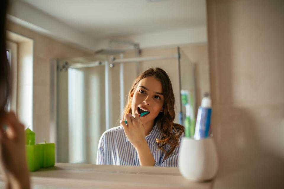 паста зъби четка
