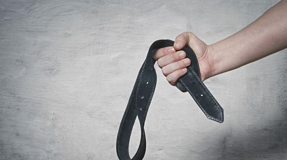 Баща изтезава варварски дъщеря си години наред в Монтанско