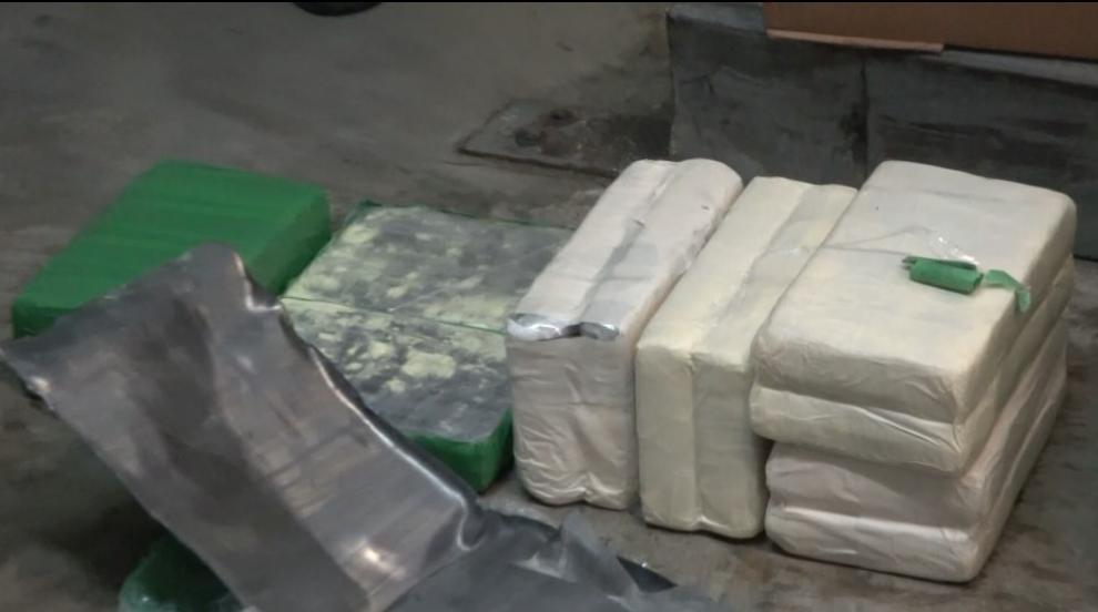 Откриха над 75 килограма кокаин в кашони с банани в Бургас (СНИМКИ)
