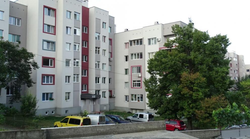 Жена скочи от 4-я етаж и загина на място (СНИМКИ)