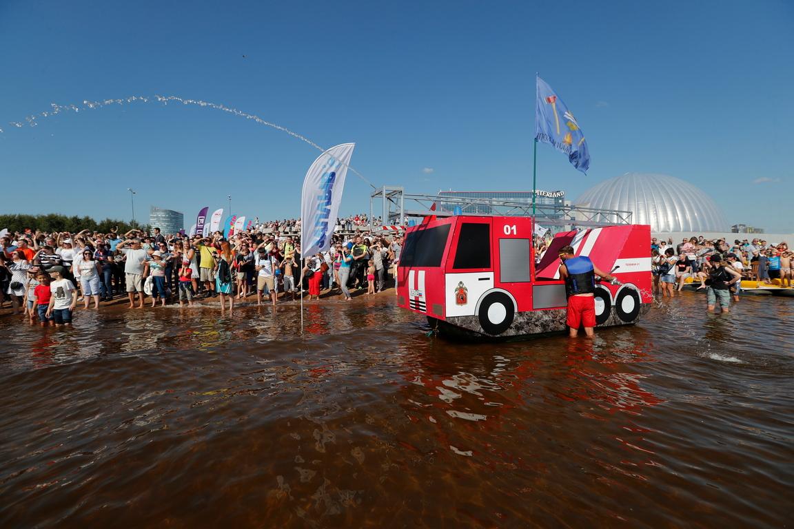 <p>Фестивал на домашно изработените плавателни съдове в Санкт Петербург, Русия</p>