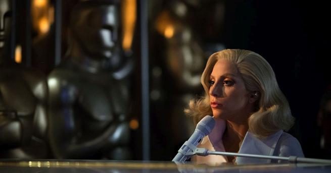 Лейди Гага е истински хамелеон. Тя преобразява външния си вид