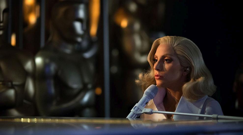 Лейди Гага не се притеснява да се покаже и без грим (СНИМКИ)