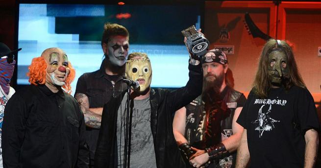 """Група """"Слипнот"""" (Slipknot) оглави класацията Топ 200 на"""