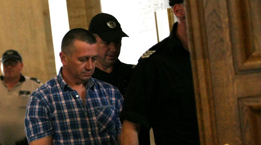Оставиха под домашен арест полицейския инспектор с подкупа