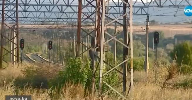 Снимка: Пътници изоставени на релсите, нямали друг транспорт