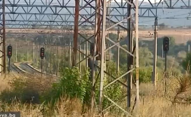 Пътници изоставени на релсите, нямали друг транспорт