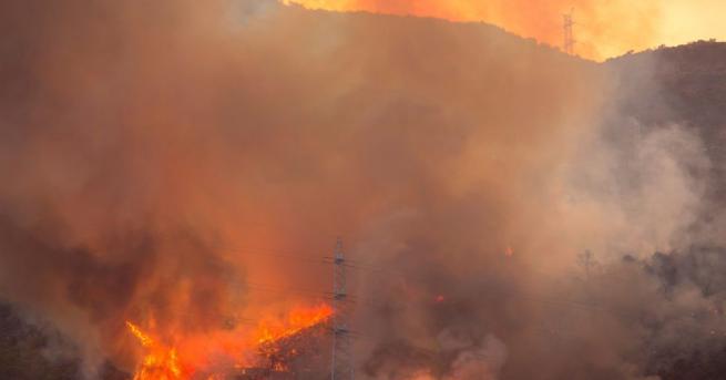 Разпространението на пожара, който бушува от събота на испанския остров