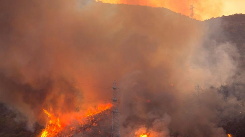 Голям пожар гори до село Бегово (ВИДЕО)