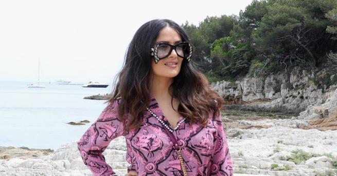 Актрисата с мексикански произход Салма Хайек се радва на августовското
