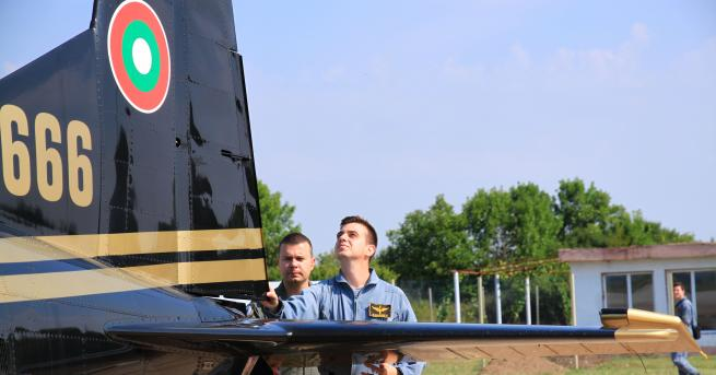 Първокурсниците курсанти от Висшето военновъздушно училище - ВВВУ