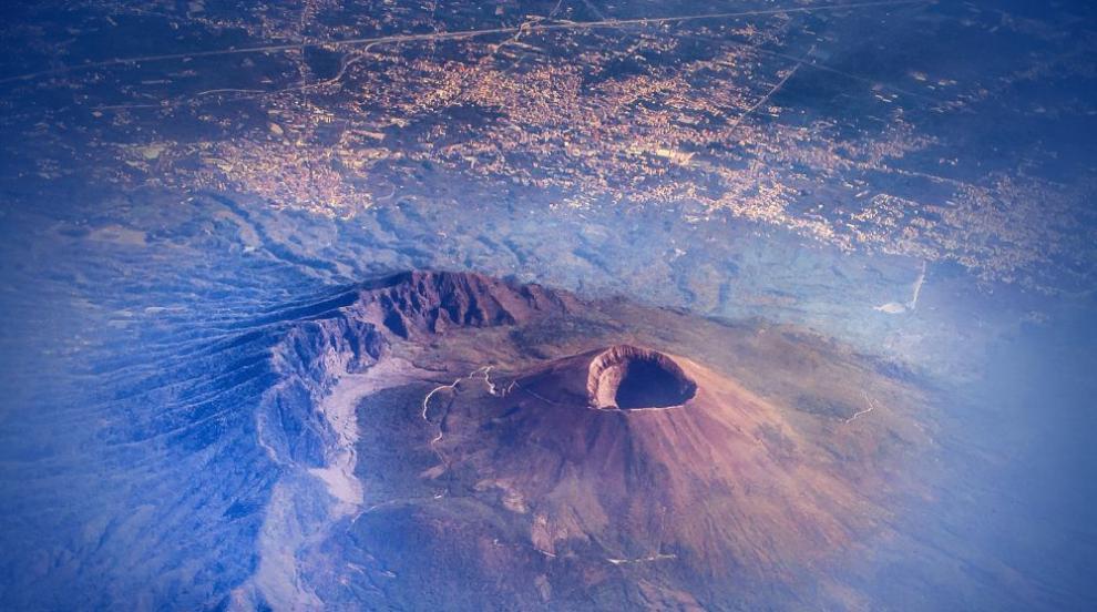 Вулканът Етна изригна (СНИМКИ/ВИДЕО)