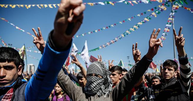 Турската полиция използва сълзотворен газ и водни оръдия срещу кюрдски