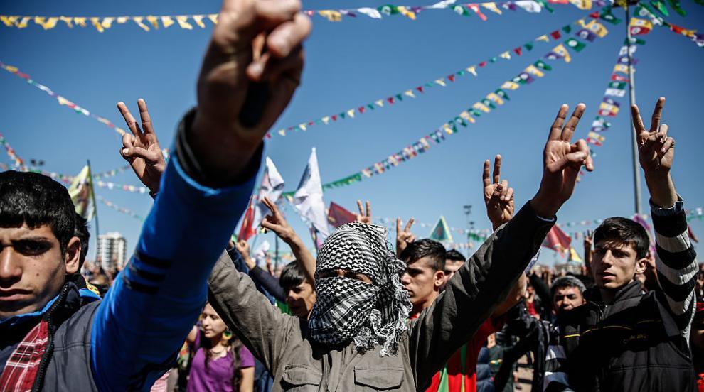Сълзотворен газ и водни оръдия срещу протести на кюрдите в Турция (ВИДЕО)