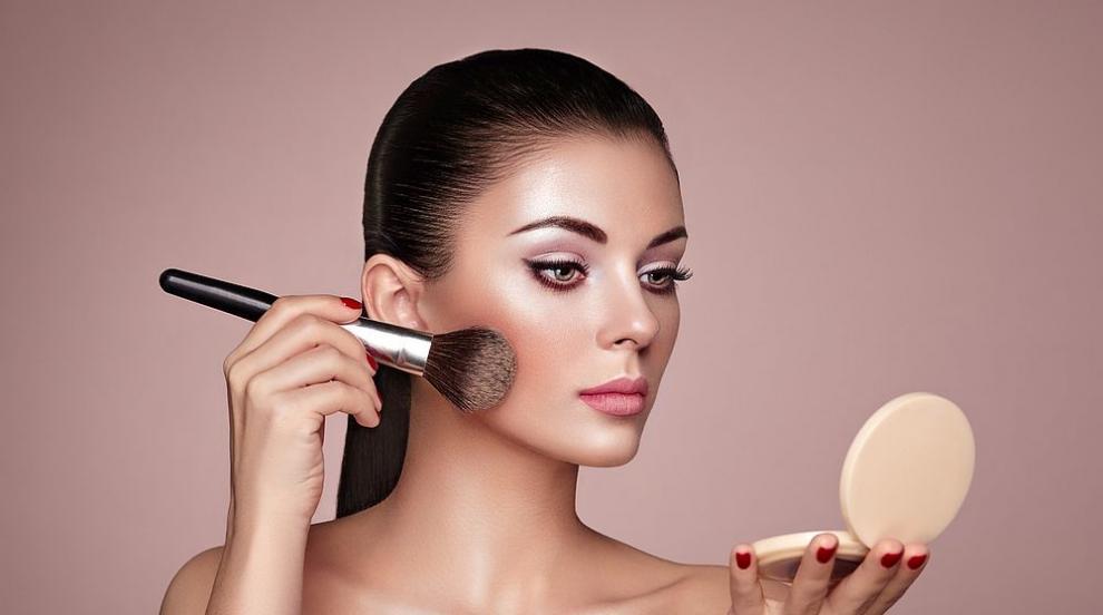 Топ 7 вредни навика, които съсипват красотата ни (ВИДЕО)