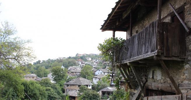 Общо 617 села в страната са без население или с