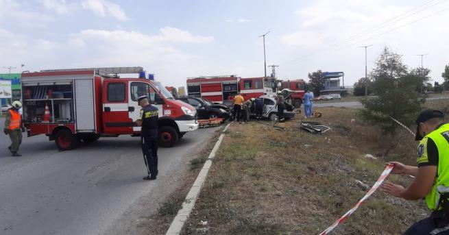 Мъж пострада тежко при катастрофа между джип и лека кола