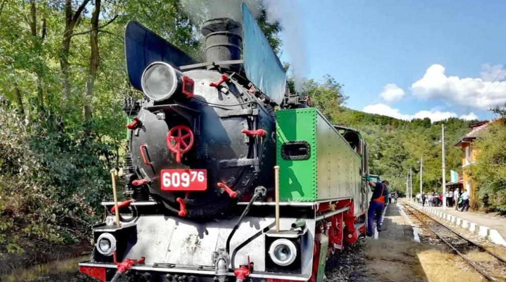 БДЖ организира атракционно пътуване с парен локомотив между Септември и...