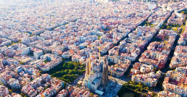 Хиляди испанци, които подкрепят независимостта на Каталуния, се събраха на
