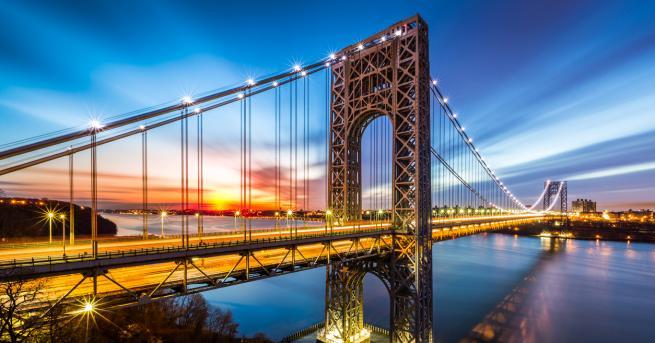 """Мостът """"Джордж Вашингтон"""" над река Хъдсън, свързващ Манхатън в Ню"""
