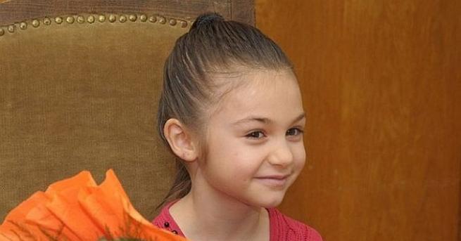 Снимка: Помните ли Крисия Тодорова? Тя вече не е дете, а красива млада дама