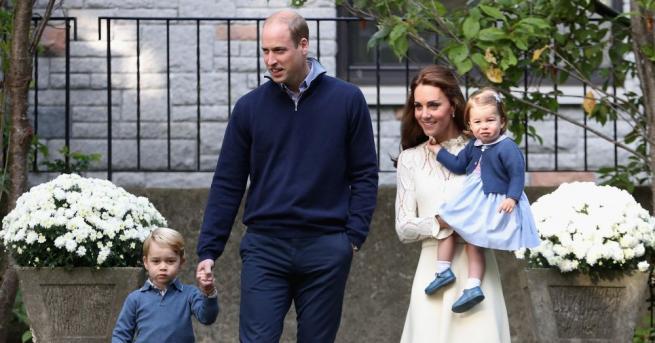 Британският принц Уилямзаведе семейството си в Шотландия на гости на