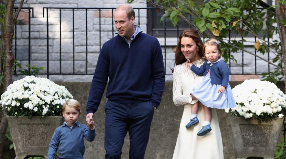 Уилям, Кейт и децата пътуваха до Шотландия с пътнически самолет