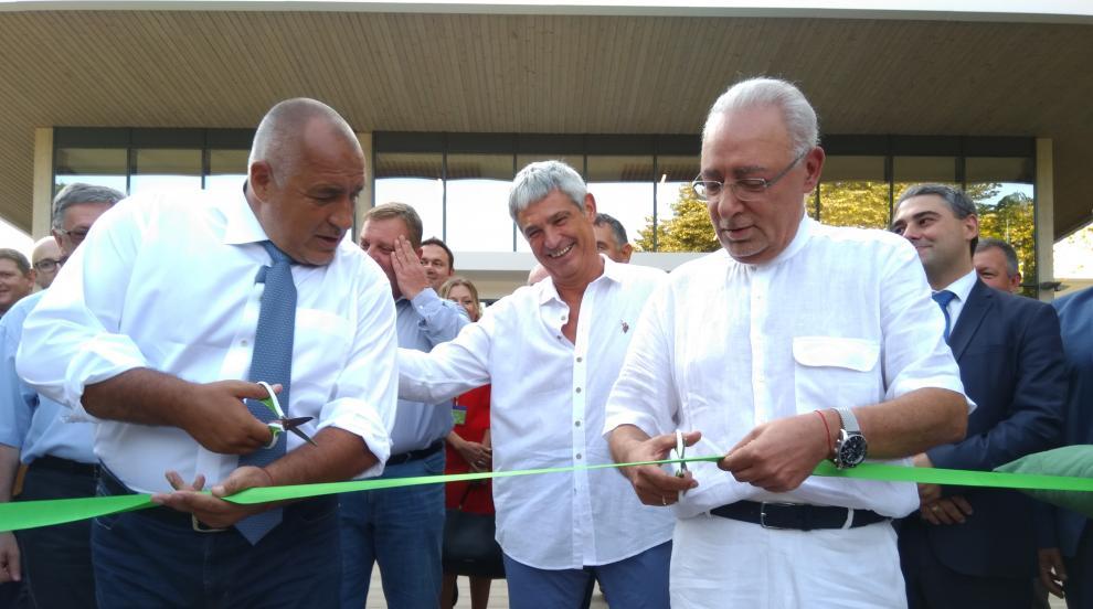 Премиерът в курорта Албена: Държавата ще субсидира туристическите чартъри