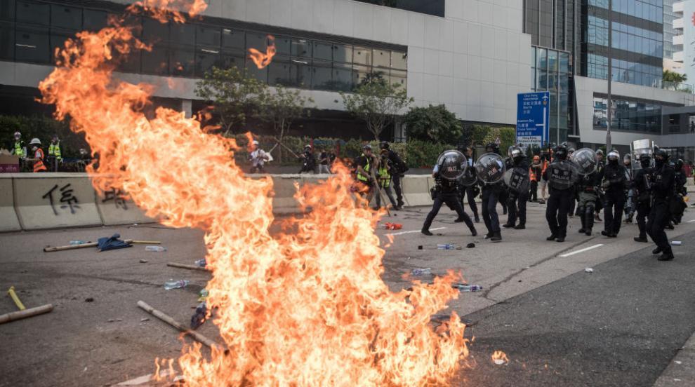 Поредни сблъсъци между протестиращи и полиция в Хонконг (ВИДЕО/СНИМКИ)