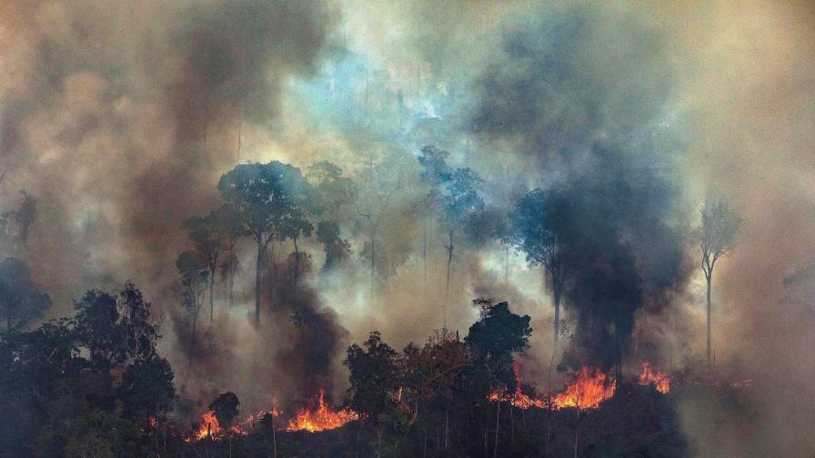 Огненият ад в Амазония заплашва човечеството