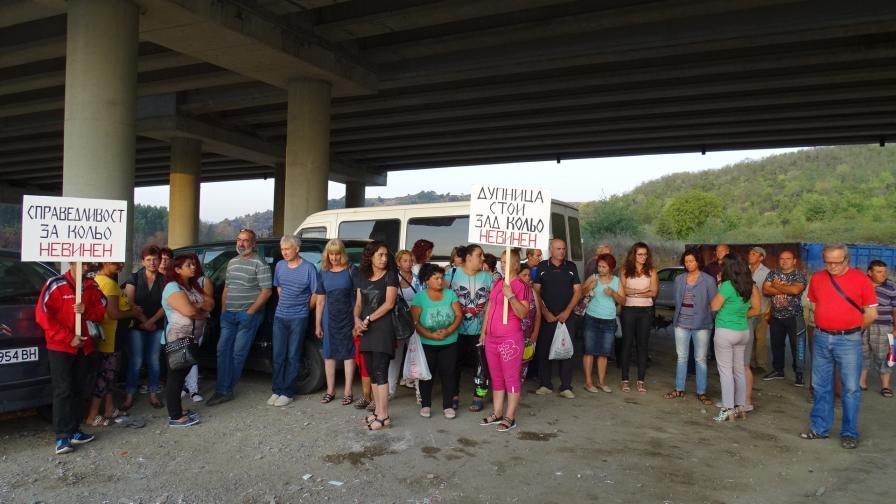 <p>Протест на работници от фирмата, обвинена за пожара под АМ &bdquo;Струма&rdquo;</p>