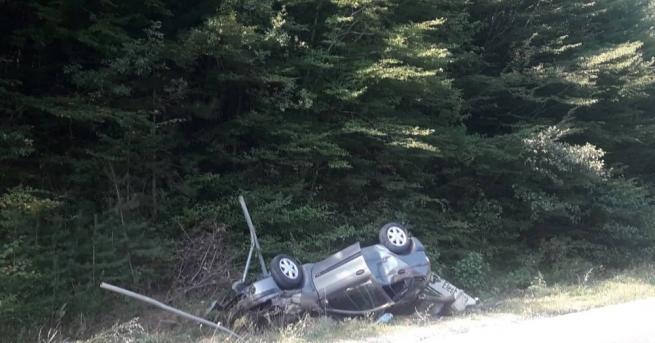 Трима души пострадаха при катастрофа на пътя Гоце Делчев-Банско. Пътният