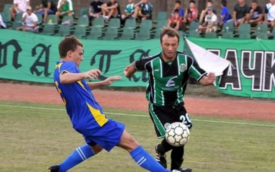 Легенди на Нефтохимик повеждат тима срещу Черноморец