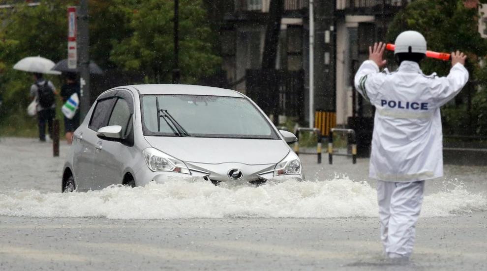 Бедствие в Япония: Проливни дъждове и наводнения –...