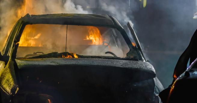 Трима души обгоряха тежко в самозапалил се фолксваген Голф с