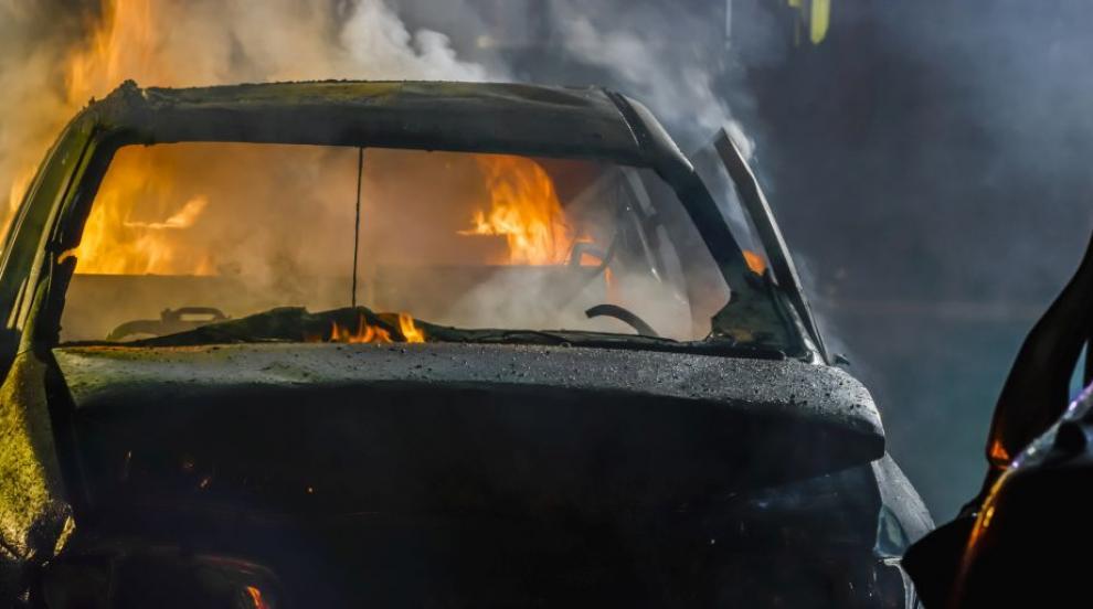 Кола се запали на пътя край Дупница