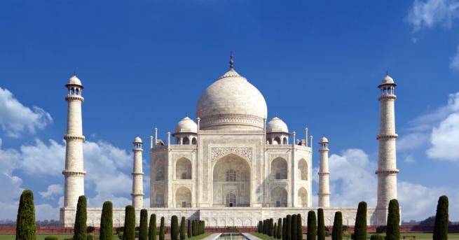 Откриването на индийския паметник на културата Тадж Махал беше отложено