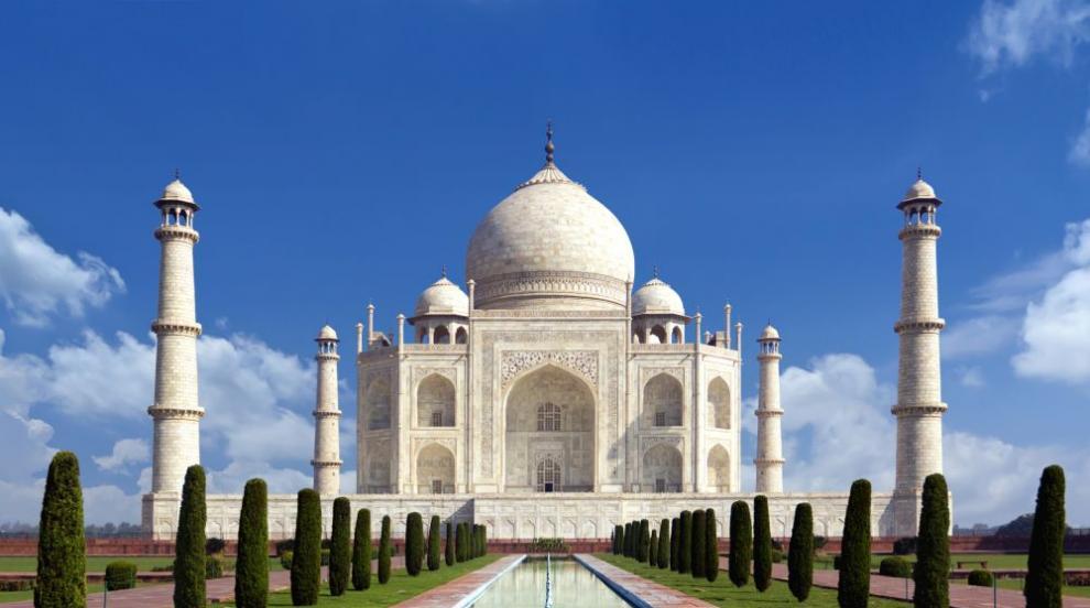 Чистят Тадж Махал за първи път от 300 години заради...